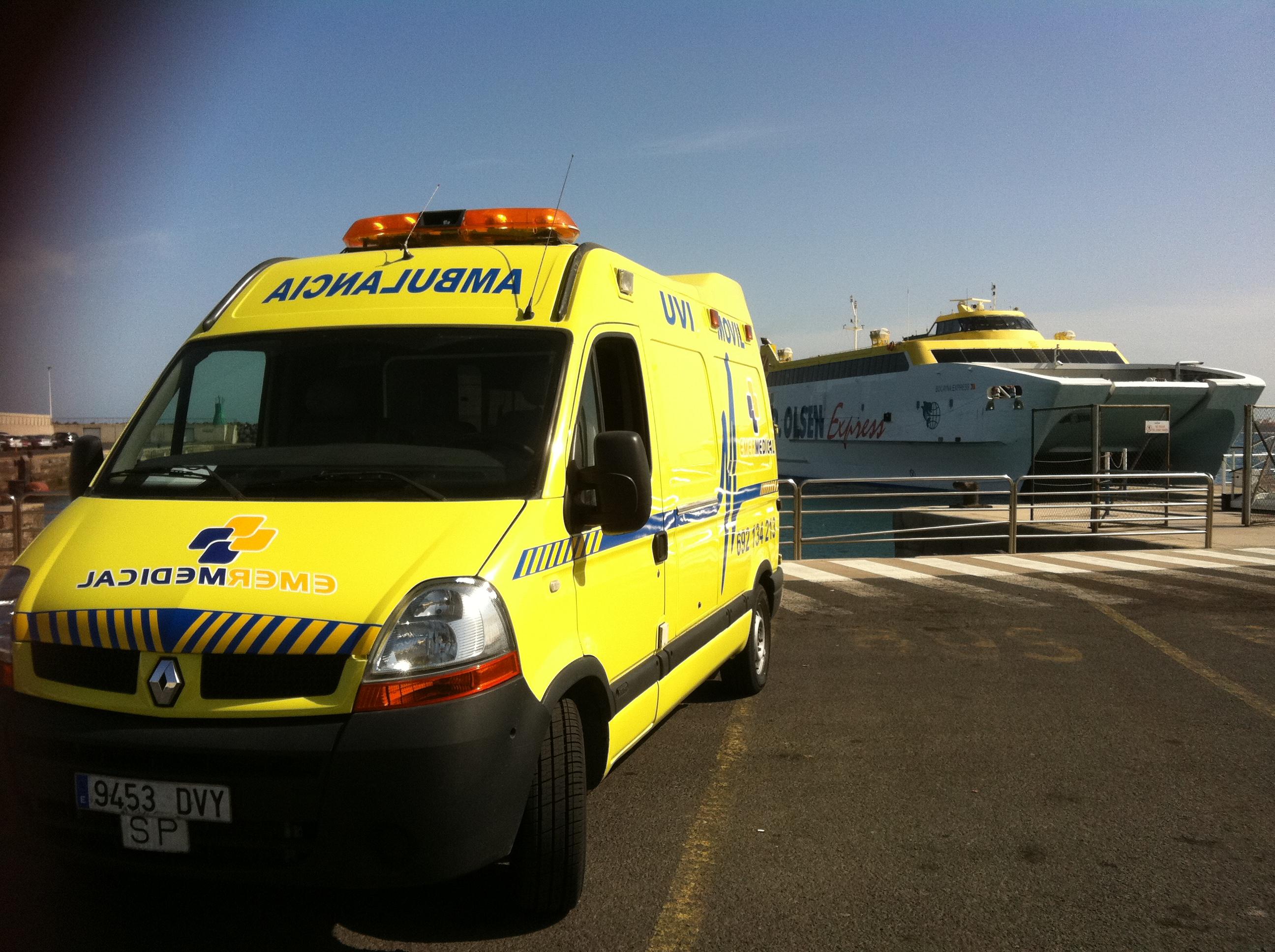 Transporte en ambulancia en barco - Transporte entre islas canarias ...